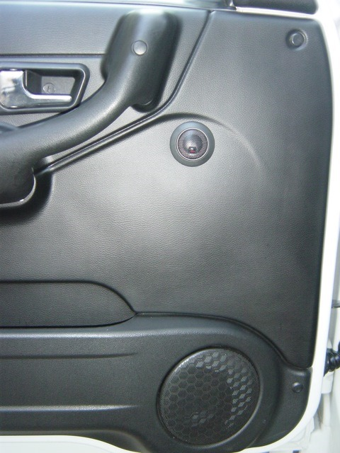 Предназначены для установки акустики на задние стойки металлической крыши автомобилей 31519 и очень плохо