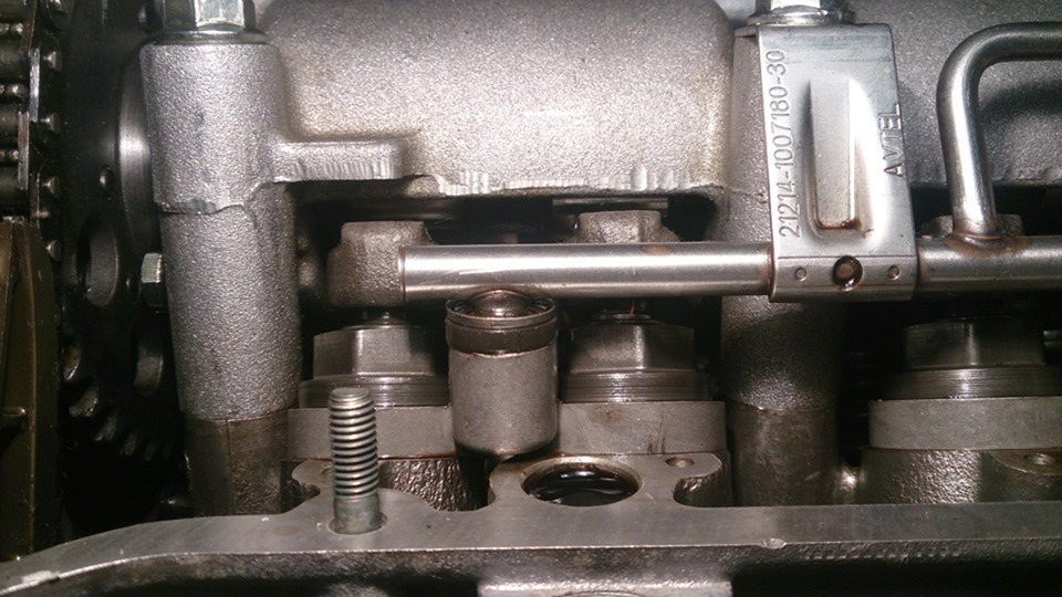 Распредвал ОКБ Двигатель 21214-14+2 и разрезная шестерня в НИВУ