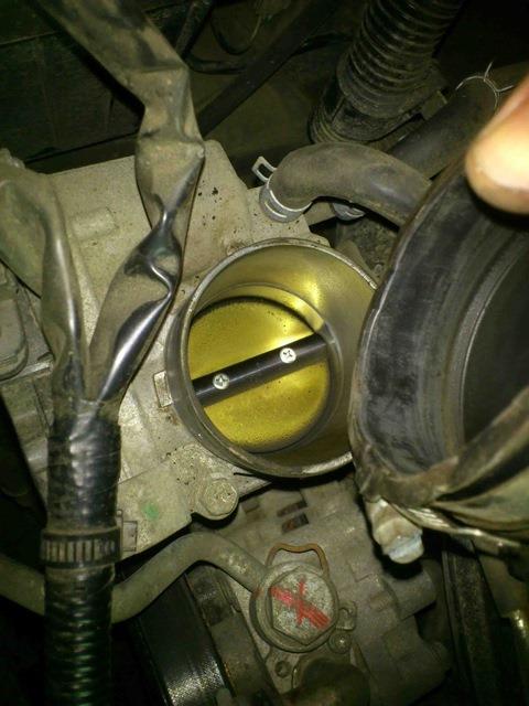Чистка дроссельной заслонки, MAF-сенсора и насоса омывателя стекла в Suzuki Grand Vitara 2